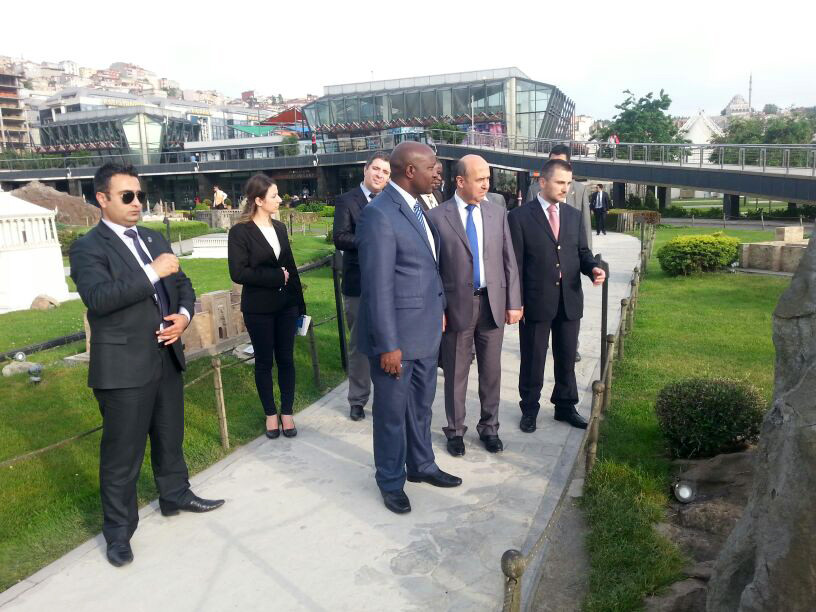 Ngafuan, the Minister of Foreign Affairs of Liberia visits the Miniatürk Galeri - 1. Resim