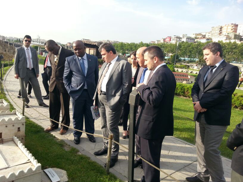 Ngafuan, the Minister of Foreign Affairs of Liberia visits the Miniatürk Galeri - 3. Resim